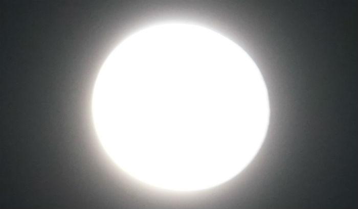 光の玉になったお月様