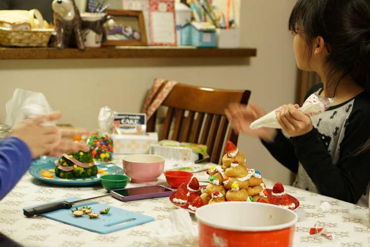 姉妹でケーキ作り