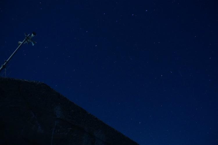 初日の出前の北の星空