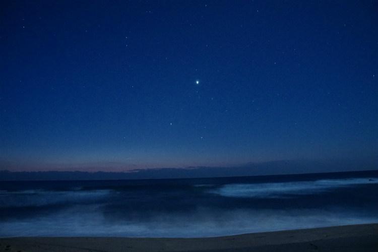 初日の出前の星空