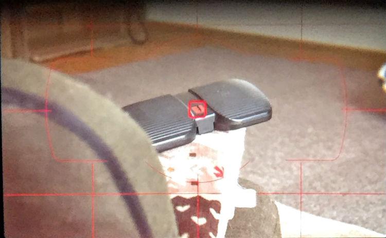黒ケースからカメラを左にズラす