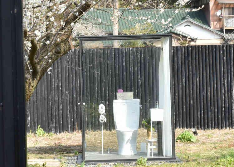 女子トイレが透明でした