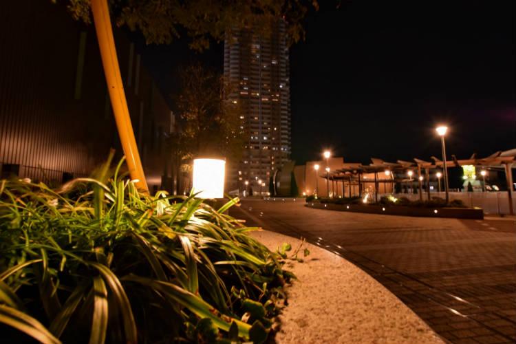 ビルの出入り口の広場
