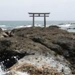 大洗の海岸にある鳥居は大洗磯前神社の神磯の鳥居