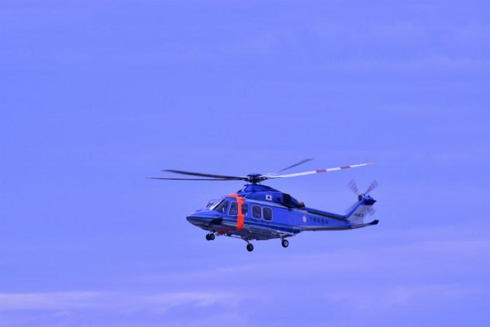 ひこうきの丘から見えるヘリコプター