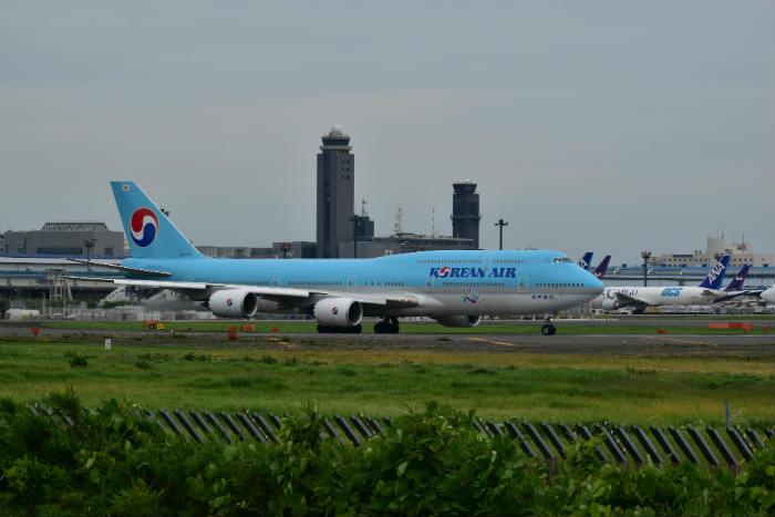 空港内に止まる飛行機