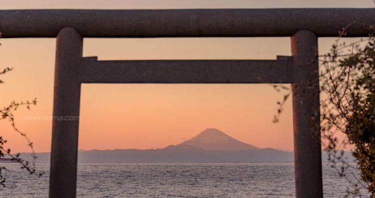 洲崎神社の鳥居と富士山