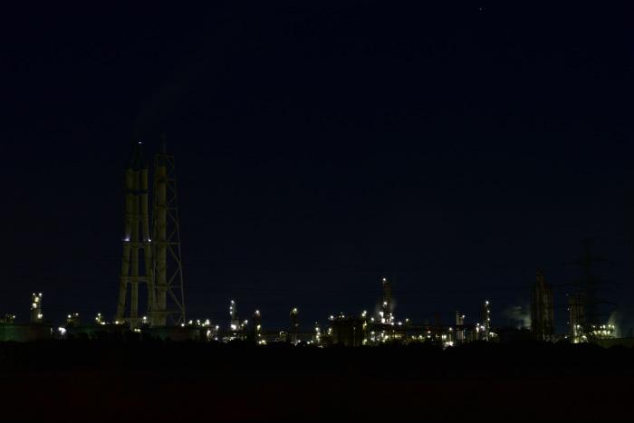 真っ暗な工場