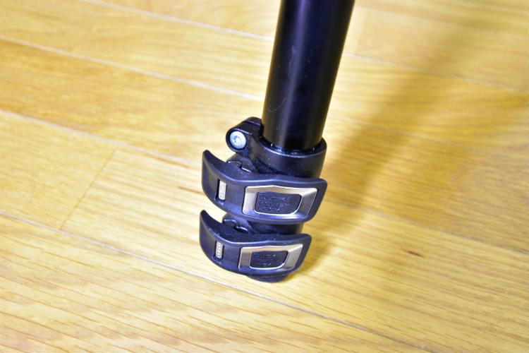 レバーロック式の三脚