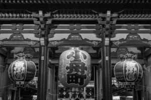 浅草寺も白黒