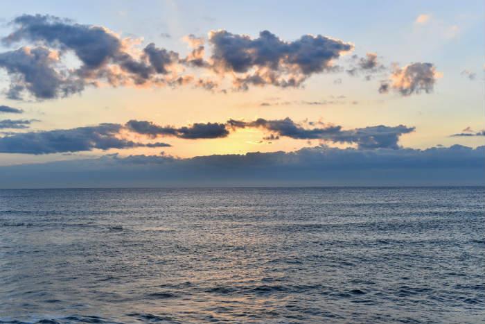 雲の厚い初日の出