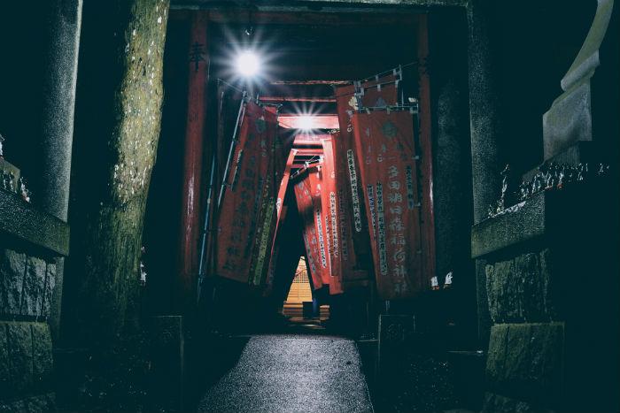 多田朝日森稲荷神社の深夜