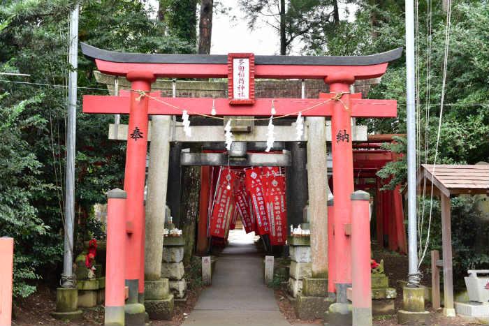 多田朝日森稲荷神社への入り口