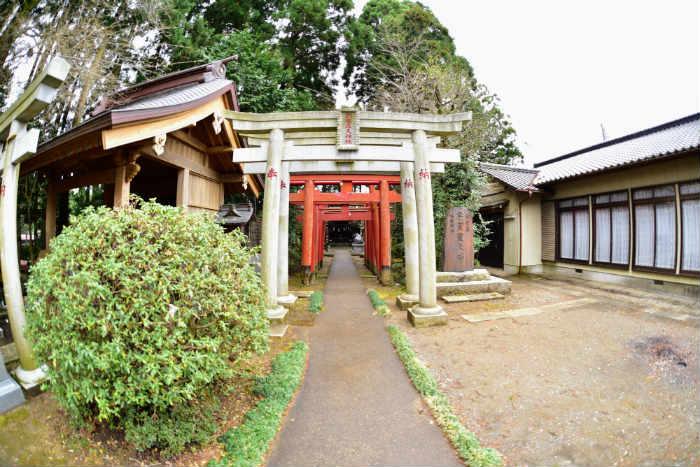 神社裏の鳥居