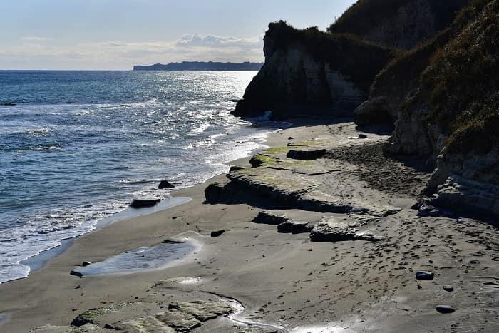 大波月海岸の右側