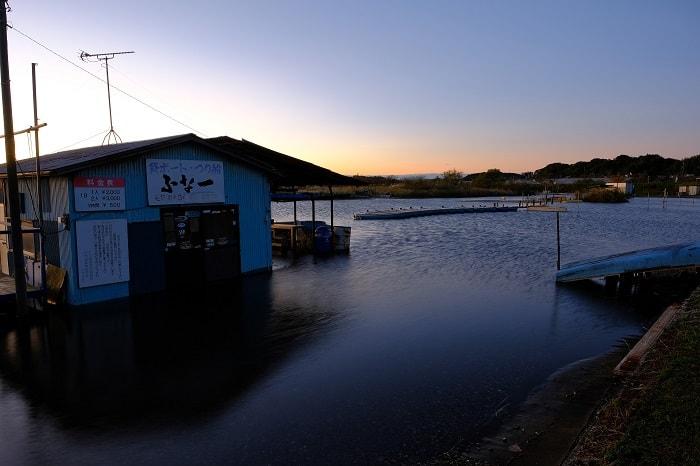 印旛沼の駐車場が水没