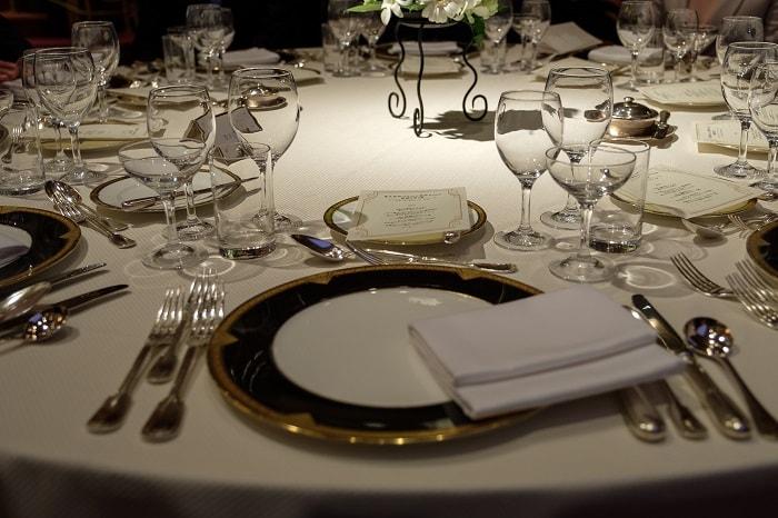 披露宴のテーブルをxf16-55で撮影