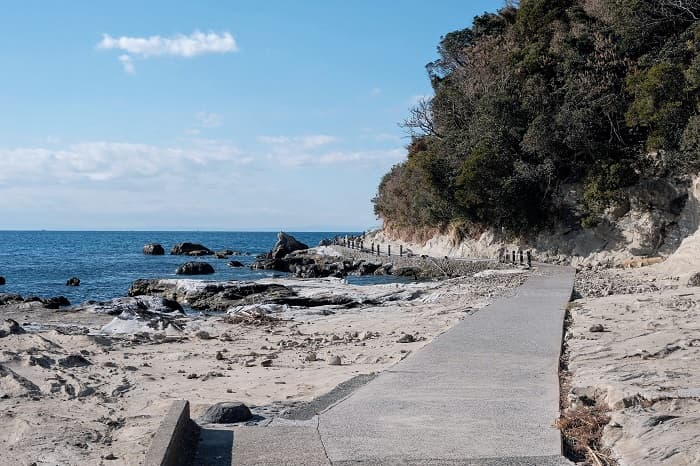 豊岡海水浴場先の雀島