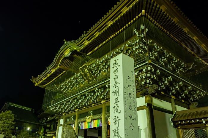 成田山新勝寺総門から初詣