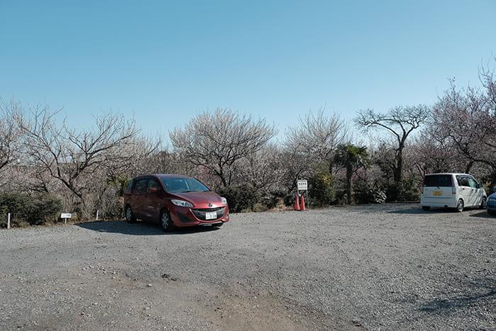 梅園の駐車場