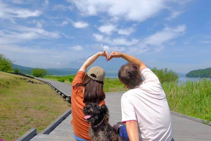 山中湖で夫婦でパチリ