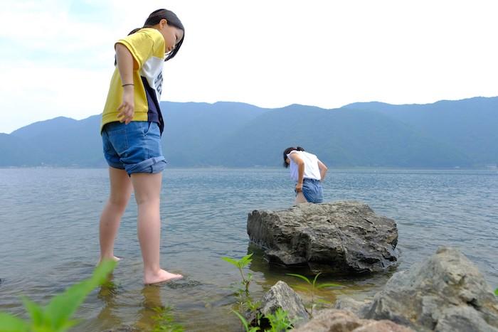 西湖で水遊び