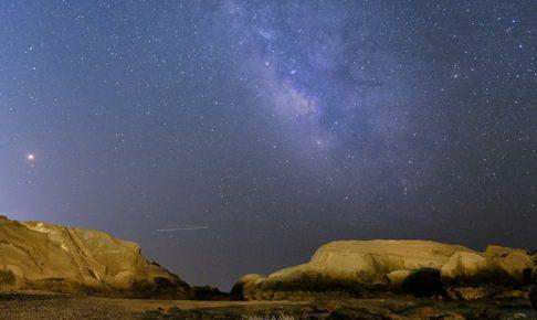 立ち上がる7月の天の川を撮影